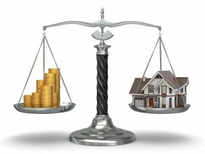 Q 相続税があがるので心配です。現金を不動産に変えておくと良いと聞くのですが、なぜですか?