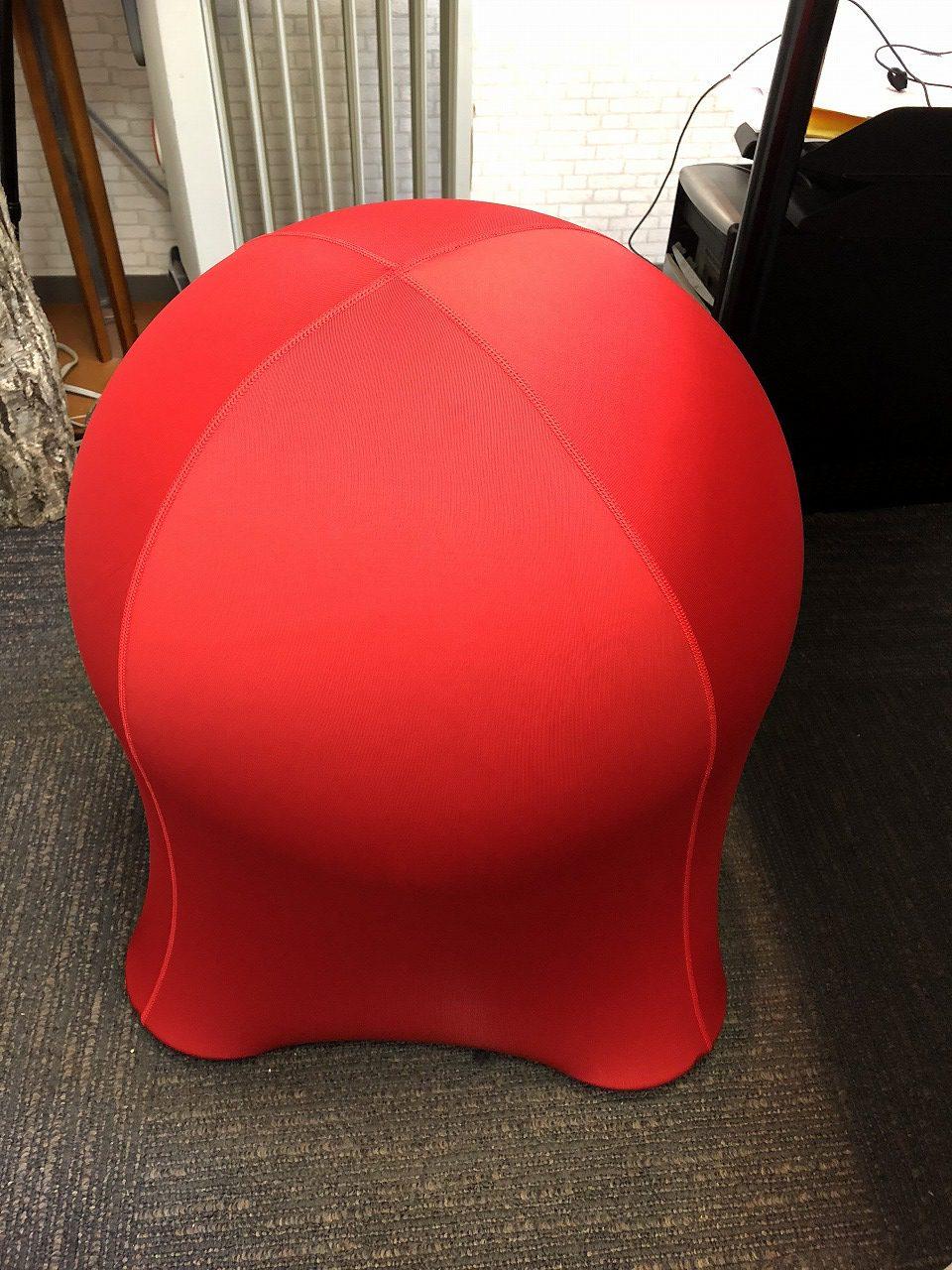 オフィスで使う椅子をバランスボールにしてみた